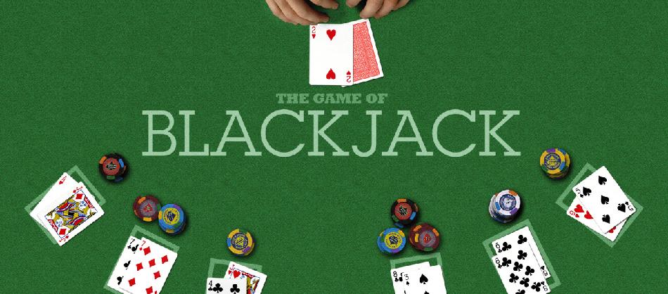Blackjack bord med kort och marker